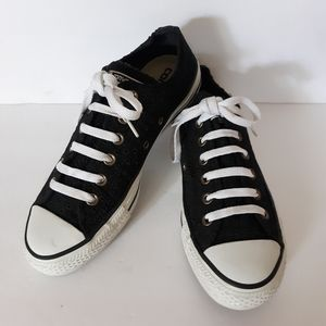 CONVERSE BLACK lOW TOP SIZE 7